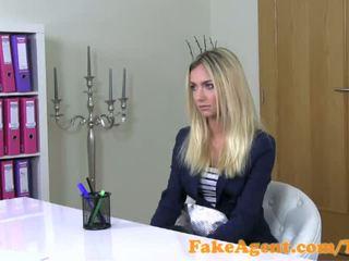 Fakeagent osupljivo blondinke moda študent fucks v kasting