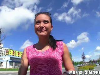 Morena adolescente agata gets banged en la calle