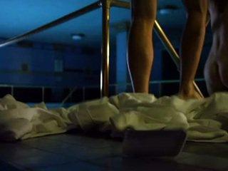 Emmy rossum exposes viņai smut tittes un un smut bare dibens zem ūdens