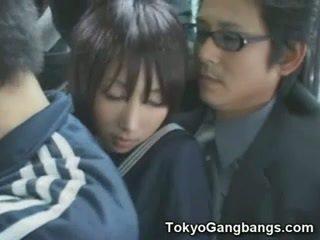Naive écolière en tokyo bus!
