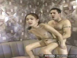 Asyano serbidora fucked by muscle titi