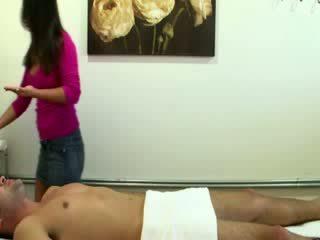 Oosters masseuse rmounts haar clients boner