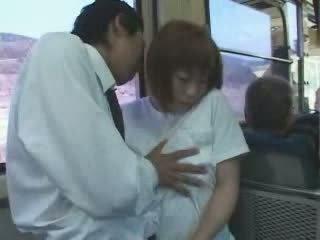 Matura japonez pieptoasa mama bajbai și inpulit în autobus video