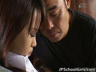 Haruka aida mooi aziatisch schoolmeisje