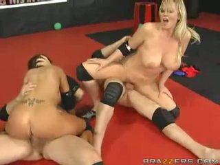Με πλούσιο στήθος γυναίκες abbey brooks και ally καβάλημα και κάνοντας σεξ επί ογκώδης meatpoles