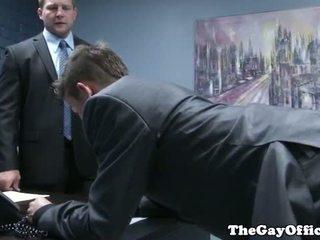 Gaysex šef spanks in fucks tw-nk assistant