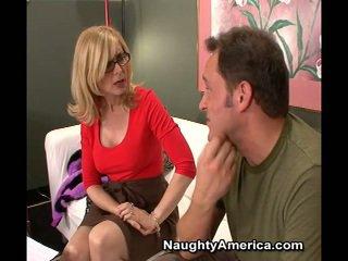 Erotiska momen jag skulle vilja knulla nina hartley fabrikat sons buddy har laid henne brun öga för en film roll