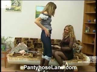 Maria ir etta nešvankus prisegamos kojinės judėjimas
