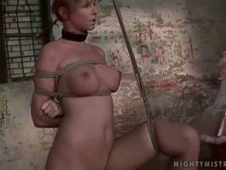 Meesteres painfully punishing haar slavegirl