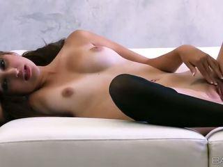 Superb venäläinen vauva natasha malkova fondles hänen kiva titties ja pillua video-