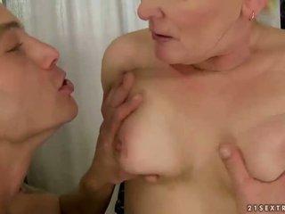Çişik garry mama sikiş with young man
