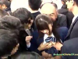 アジアの 女子生徒 gets 彼女の 顔 ギャング banged で a バス