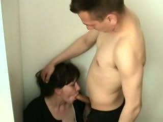 角質 ボーイ attacked と ファック 彼の 継母 ビデオ