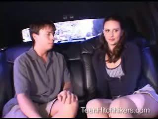 Підліток hitchhiker enjoying трійця секс
