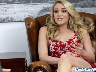 Bigtitted stemor secretly pussylicked av gal: gratis porno 32