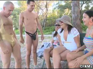 Wanita Berpakaian Dan Lelaki Bogel/ Cfnm