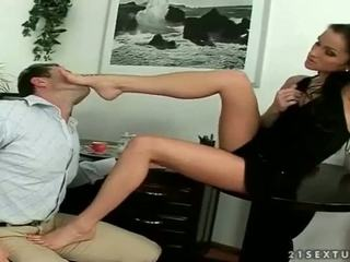 Caliente secretaria enjoying footsex
