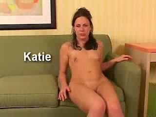 Hypnogirls katie is een schattig brunette. terwijl ze was gehypnotiseerd haar favoriet deel was de orgasme pistool.
