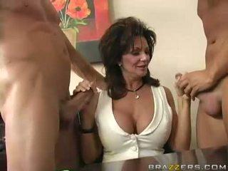 Breasty جبهة مورو deauxma engulfing في 2 كبير شاق boner