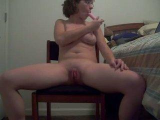 醜 母狗 同 熱 體 puts 一 假陽具 向上 她的 屁股