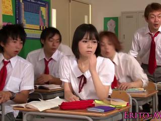 Chutné squirting ázijské školáčka yui tsubaki