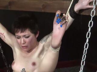 Extreem voeten naald marteling en voet stokslagen