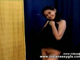 Geil heet indisch pornoster babe als school- meisje squeezing groot boezem en masturberen part1 - indiansex