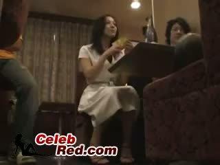 سكران اليابانية فتاة مارس الجنس في شريط مرحاض سكران