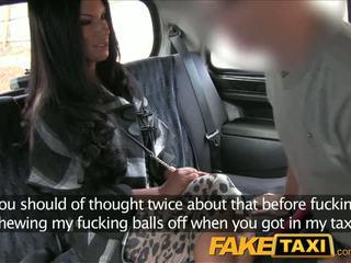 Faketaxi musta haired milf cheats päällä hubby kanssa taxi driver