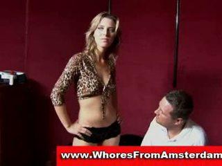 Nederlands prostituee sucks klant