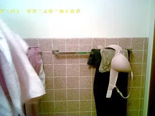 צעיר נערה עם גדול פטמות using חדר אמבטיה, פורנו 5f