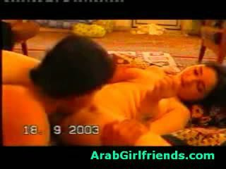 Kåt beauty fra irak sucks boyfriends kuk i hjemmelagd