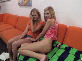 Quente namorada tries anal em um sexo a três