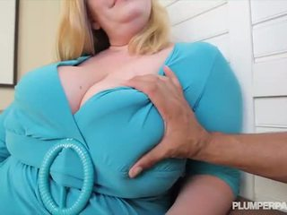 Tettona bella e grassa (bbw) milf tiffany blake loves buio pene - porno video 731