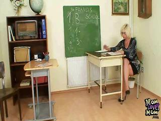 Milf mester kan ikke leve uten til masturbate etter skole