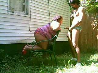 Grand maman sucer bite outdoors