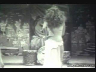 विंटेज एग्ज़ोटिक dancer