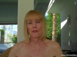 Oma gives pijpen in de zwembad, gratis porno 3d