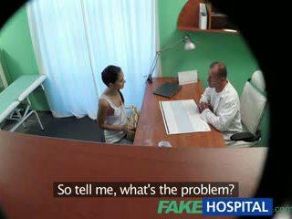 Fakehospital russisch chick gives dokter een seksueel favour