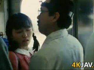 فتاة gets متلمس في ل قطار