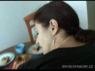 Maminka sání čurák