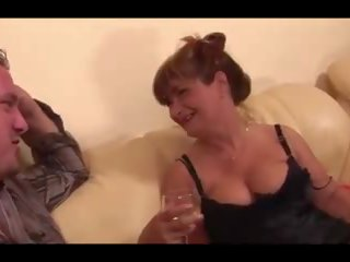 Pieauguša hussy receives an anāls creampie, porno a9