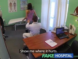 Fakehospital sangat indah muda pole dancer dengan seksi tubuh swallows itu doctors medicine
