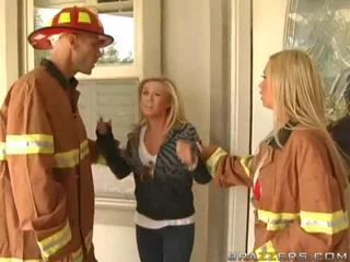 Pechugona firewoman nikki benz