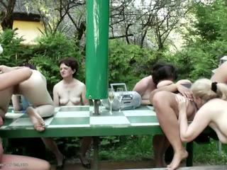 Moms grannies pie trakas pee grupa sekss ar tīņi: hd porno 0f