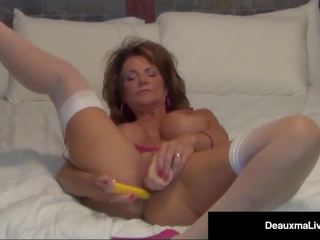 Foxy Cougar Deauxma Shows how a Woman Squirts with 2.
