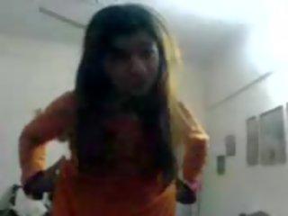 Harig pakistaans tiener takes haar clothes af en gets hammered