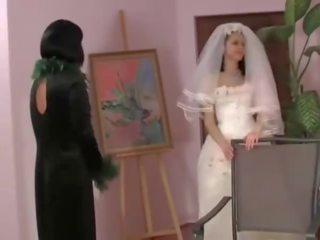 Lesbisch moeder in wet & overspel bruid, porno 8c