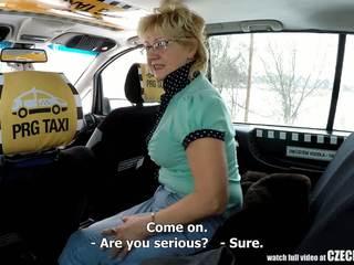 Czeska dojrzała blondynka głodny na taxi drivers kutas: porno 99