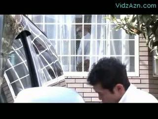 Madura mujer chupando polla mientras su marido washing coche outs